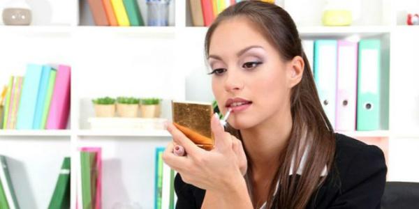 woman-at-work-wearing-makeup-skills